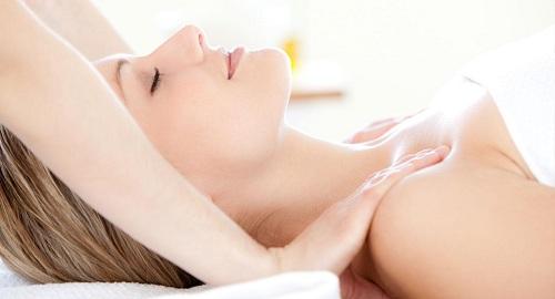Cách nâng ngực tự nhiên bằng massage ngực