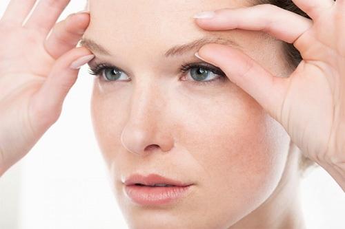 Phẫu thuật nâng mí mắt chỉ định cho những người sụp mí
