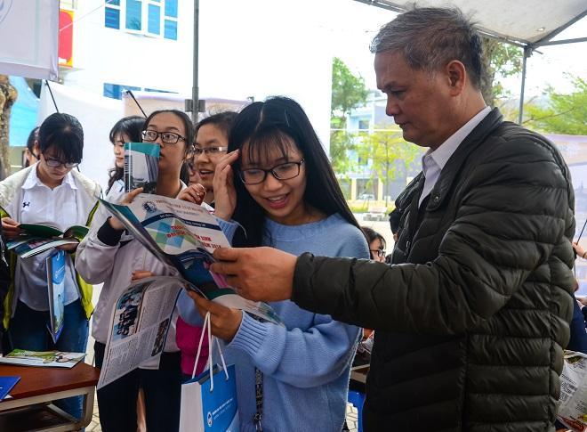Đại học Luật Hà Nội tuyển thẳng học sinh ở các huyện nghèo