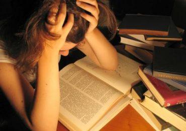 Áp lực thi cử khiến nhiều bạn thí sinh gặp stress