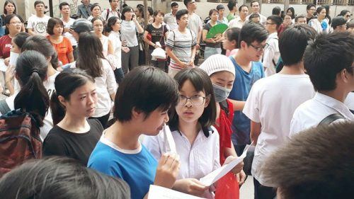 Sáng ngày 7/6 gần 95.000 thí sinh tại Hà Nội làm thủ tục dự thi vào lớp 10