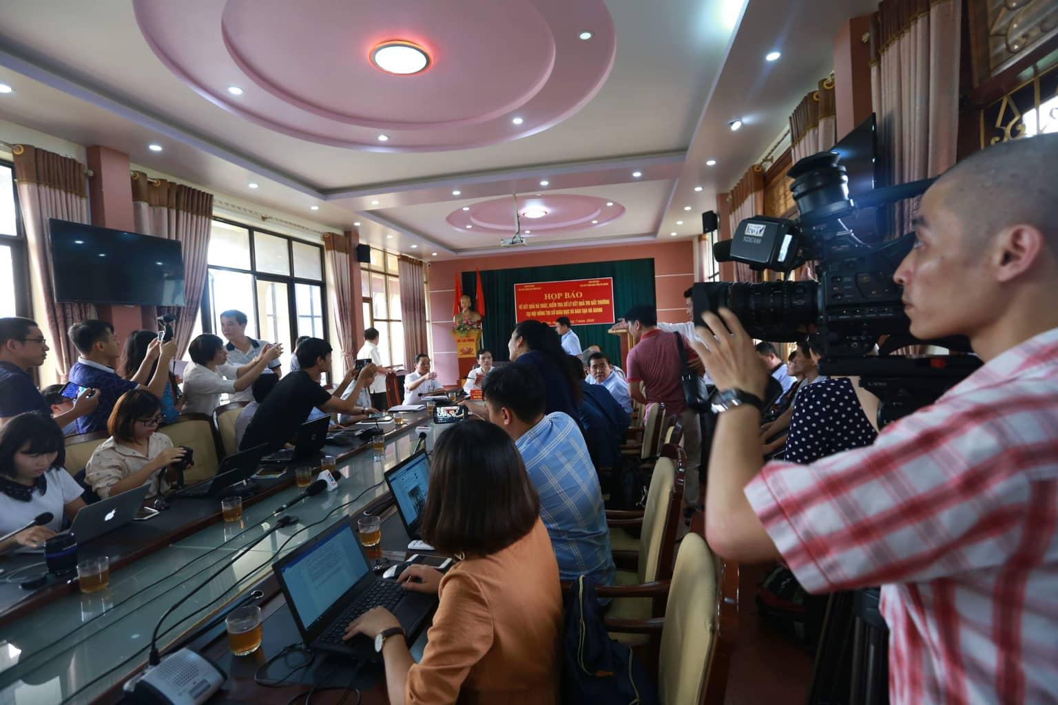 Buổi họp báo chiều 17/7 do UBND tỉnh Hà Giang tổ chức