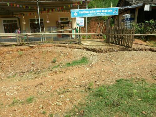 Mưa lũ kéo dài, hai trường học tại Nghệ An có nguy cơ xóa sổ