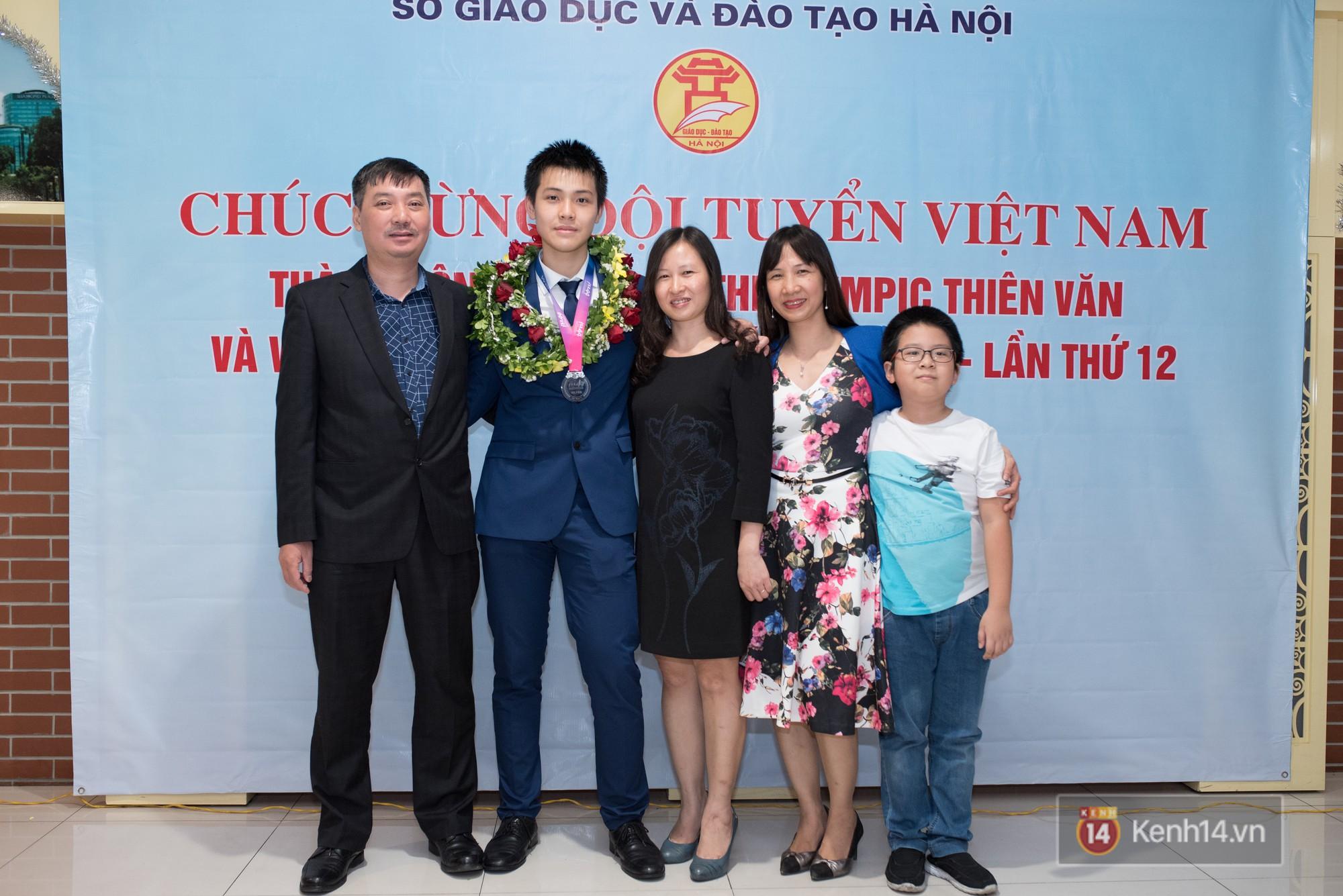 Thí sinh Hồ Phi Dũng giành Huy chương Bạc Olympic Thiên văn học và Vật lý thiên văn quốc tế 2018 - 3