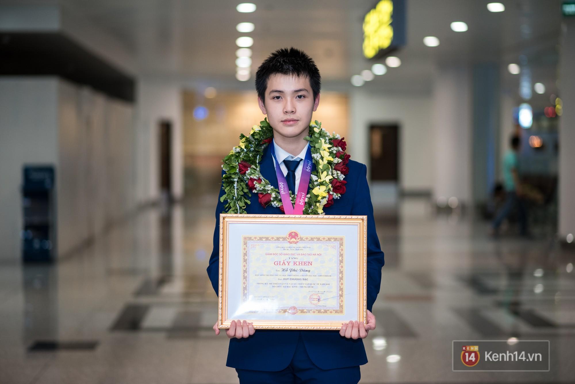"""Thí sinh Việt Nam 16 tuổi đẹp trai như """"nam thần"""" giành HCB Olympic Thiên văn học quốc tế"""