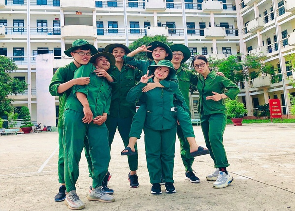 Sinh viên Trường Cao đẳng Y Dược Pasteur tham gia khóa học quân sự