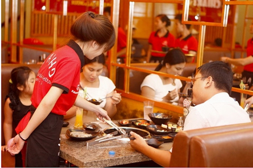 Sinh viên làm làm thêm ngoài giờ giúp kiếm thêm thu nhập