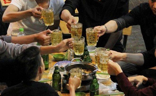 Sử dụng nhiều bia rượu