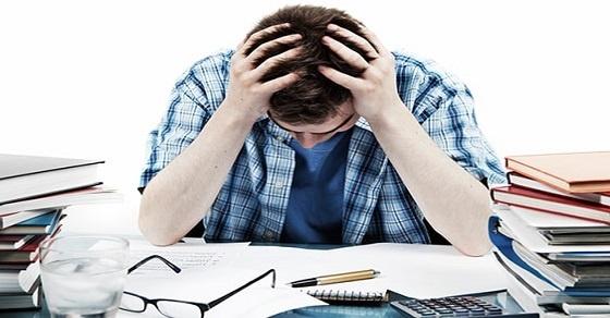 Áp lực môi trường cuộc sống mới khiến cho tân sinh viên dễ rơi vào stress