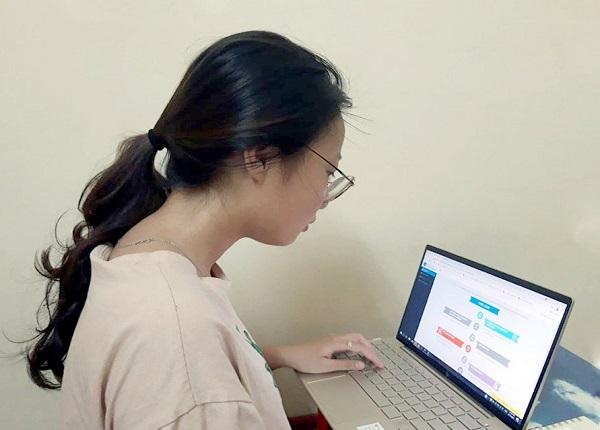 <center><em>Thí sinh đăng ký nguyện vọng theo hình thức trực tuyến</em></center>