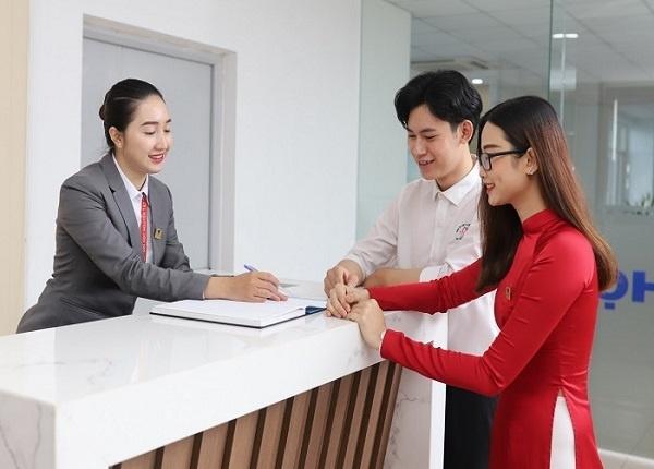 <center><em>Học phí các trường đại học đào tạo nhóm ngành Kinh doanh như thế nào?</em></center>