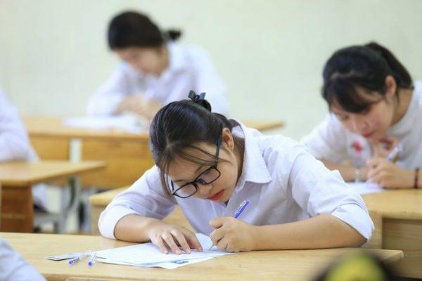 Tích cực làm bài kiểm tra giúp sinh viên củng cố kiến thức