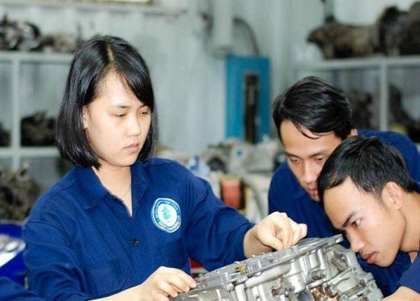 <center><em>Ưu tiên thí đạt điểm cao trong đợt tuyển sinh đại học năm 2021 ngành kỹ thuật</em></center>