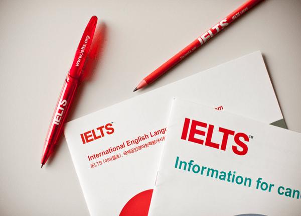 <center><em>Bảng quy đổi điểm IELTS thành điểm xét tuyển của các trường đại học năm 2021<em></center>
