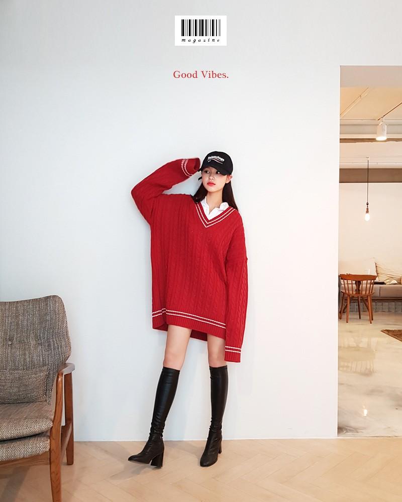 Váy len đỏ + sơ mi + boots cao