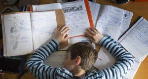 Báo động tình trạng học sinh tự tử vì thiếu ngủ, áp lực học tập gia tăng