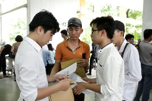 Học sinh, giáo viên và phụ huynh mong Bộ sớm chốt phương án thi