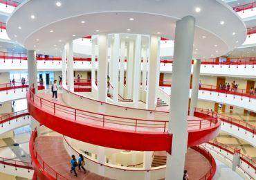 Bên trong tòa nhà nhà trung tâm trường ĐH Kinh tế quốc dân