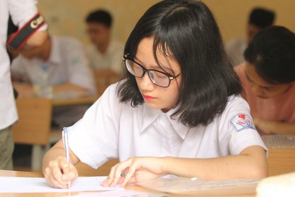 Kiến thức lớp 11 chiếm tỷ lệ bao nhiêu